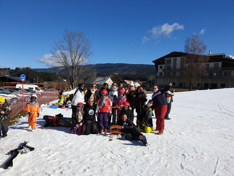 Photo de groupe des enfants et des encadrants