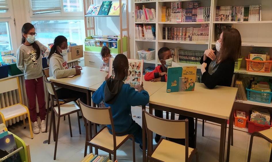 Photo de groupe à la bibliothéque de lIDA 1