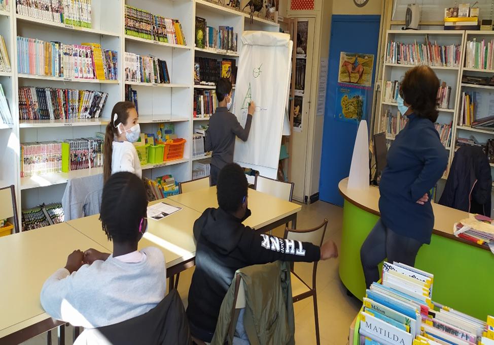 Photo de groupe à la bibliothéque de lIDA 2