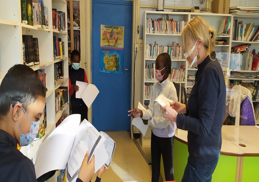 Photo de groupe à la bibliothéque de lIDA 3